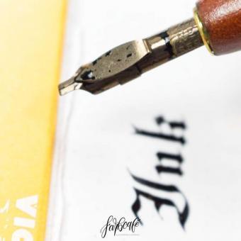 Kalligrafie lernen • Bandzugfeder mit Kalligrafie Tinte